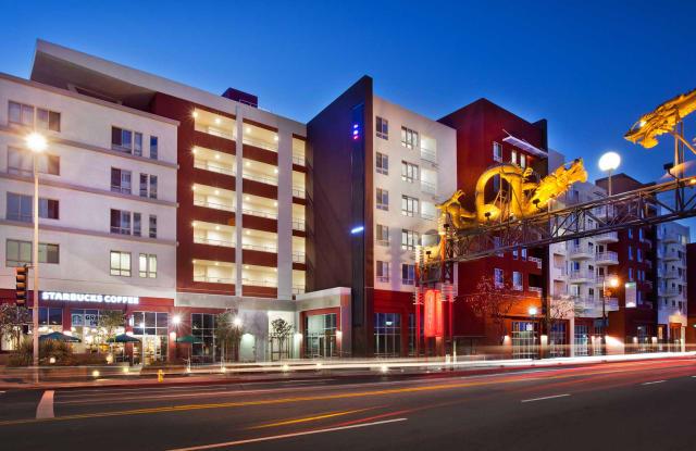 Jia - 639 N Broadway, Los Angeles, CA 90012