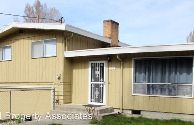 2516 NE 95th St - 2516 Northeast 95th Street, Seattle, WA 98115