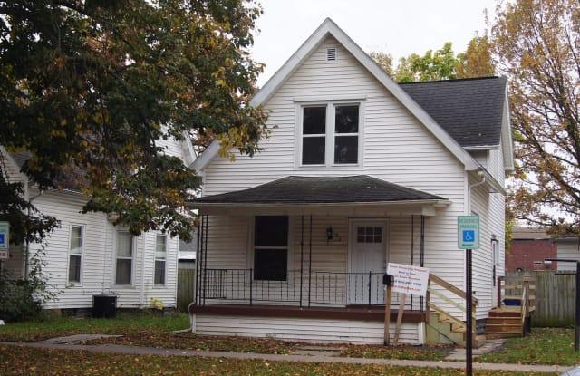 321 16TH ST NE - 321 16th Street Northeast, Cedar Rapids, IA 52402