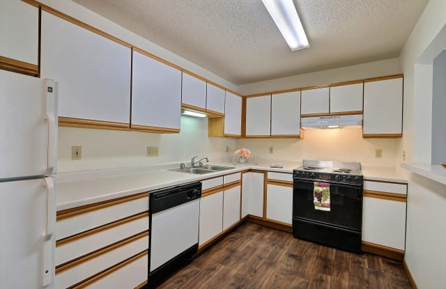 Park Place Apartments - 2701 32nd Ave S, Fargo, ND 58103