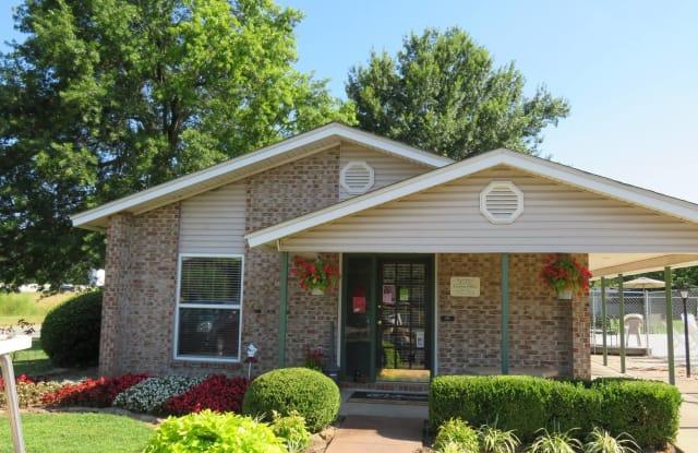 Maple Manor - 3001 W Wedington Dr, Fayetteville, AR 72701