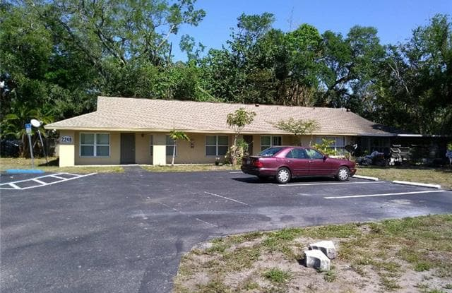 2249 Euclid AVE - 2249 Euclid Ave, Fort Myers, FL 33901