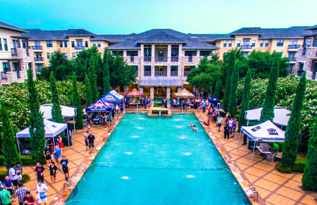 Thousand Oaks Apartments in Austin Ranch - 6760 Windhaven Pkwy, The Colony, TX 75056
