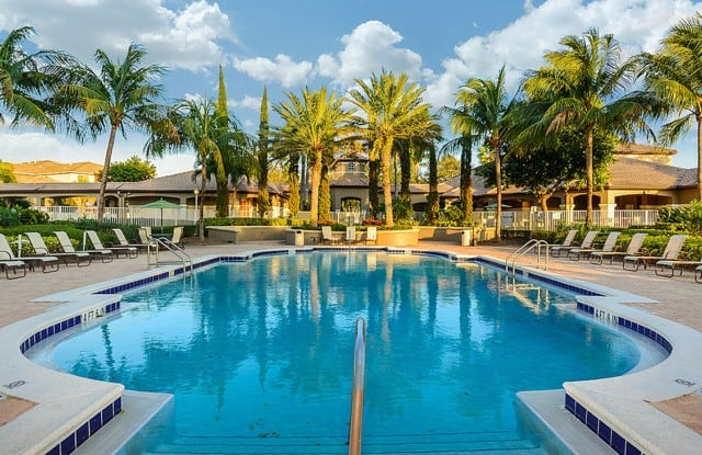 Via Lugano Apartment Homes - 1400 Via Lugano Cir, Boynton Beach, FL 33436
