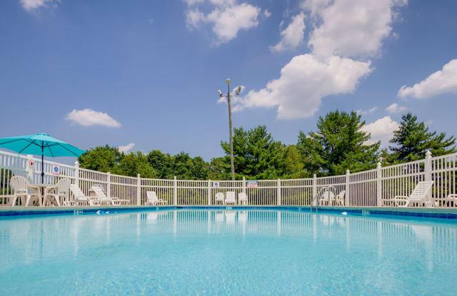 Quail Ridge Apartments - 1401 E Millbrook Rd, Raleigh, NC 27609