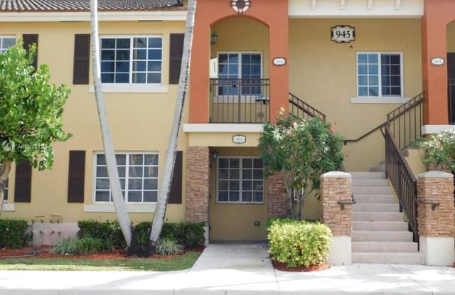 945 NE 33rd Ter - 945 Northeast 33rd Terrace, Homestead, FL 33033