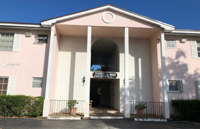 1431 S 14th Ave - 1431 South 14th Avenue, Hollywood, FL 33019
