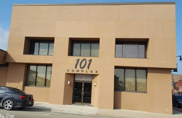 101 W COURT ST - 101 West Court Street, Paragould, AR 72450