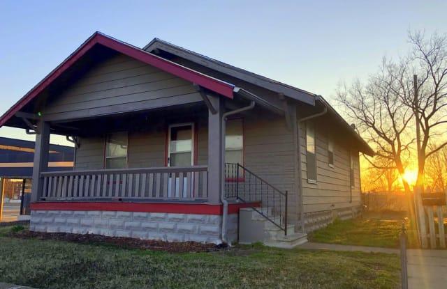 407 N Maple St - 407 North Maple Street, Hutchinson, KS 67501