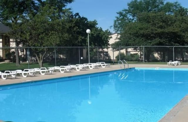The Meadows Apartments - 401 N Thompson Dr, Madison, WI 53714