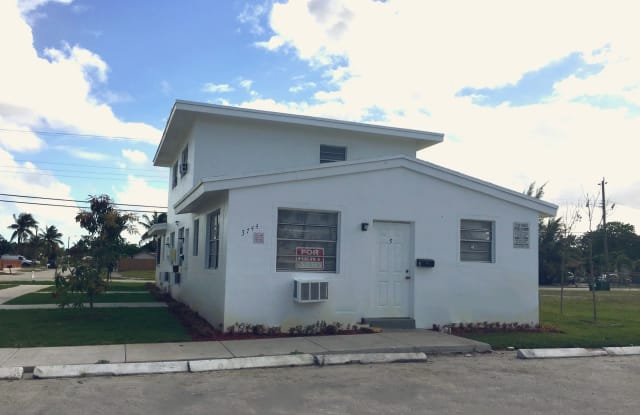 3740 W. Hallandale Beach Blvd., Apt #8 - 3740 West Hallandale Beach Boulevard, Pembroke Park, FL 33023