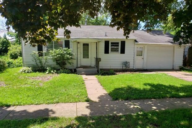 627 W Homer St - 627 West Homer Street, Freeport, IL 61032