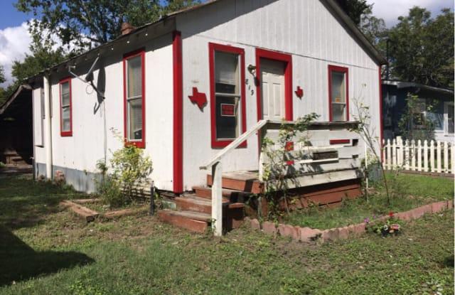819 Mora Street - 819 Mora Street, Lockhart, TX 78644