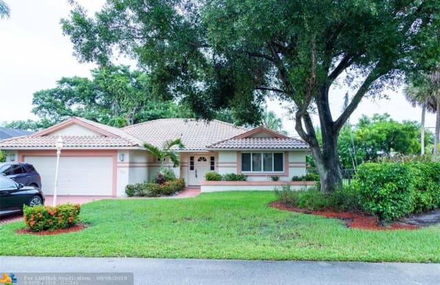 2685 Oak Tree Dr - 2685 Oak Tree Drive, Tamarac, FL 33309