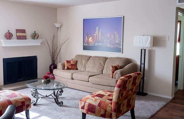 Bridge Hollow Apartment Homes - 5801 Bridge St, Fort Worth, TX 76112