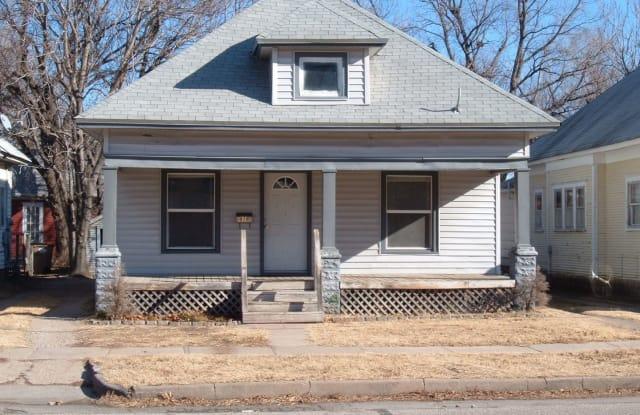 918 N Poplar - 918 North Poplar Street, Hutchinson, KS 67501