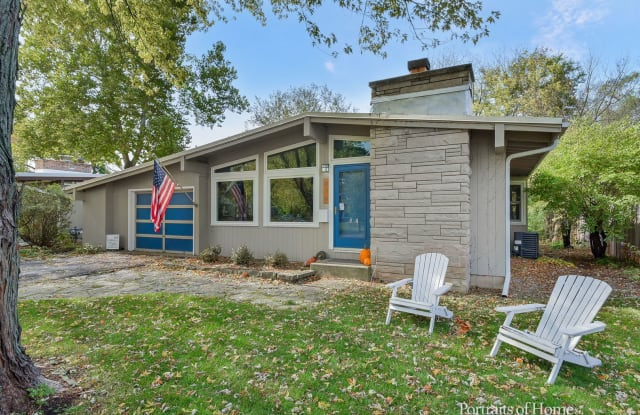 414 South Knollwood Drive - 414 South Knollwood Drive, Wheaton, IL 60187