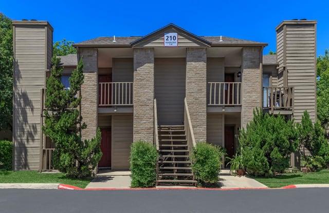 Country Villa Apartments - 211 Meadow Dr, Castroville, TX 78009