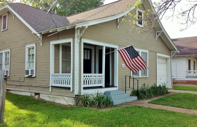 1003 North Park - 1003 North Park Street, Brenham, TX 77833