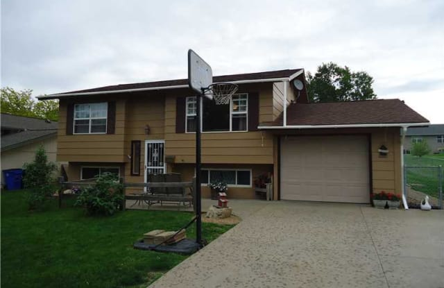 5743 Ohio Street Southwest - 5743 Ohio Street Southwest, Cedar Rapids, IA 52404
