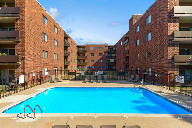 Ingersoll Towers - 3662 Ingersoll Ave, Des Moines, IA 50312