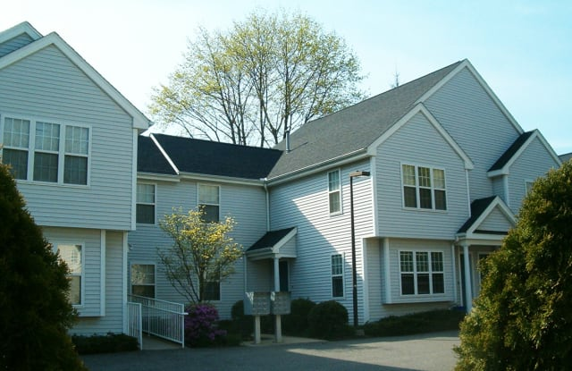 Spinnaker Chase Apartments - 70 W Main St, Milford city, CT 06460