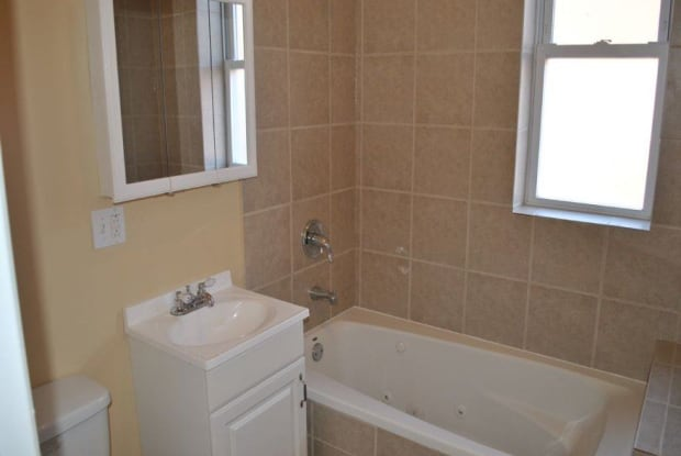 2015 W Jarvis Ave Apt 3 - 2015 W Jarvis Ave, Chicago, IL 60645