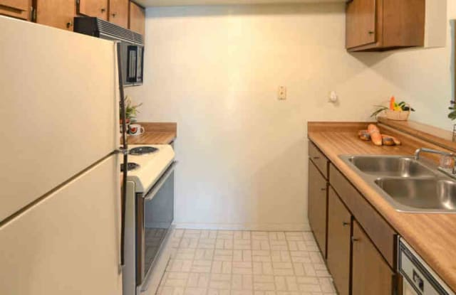 Country View Apartments - 3990 Stephanie Ln, Memphis, TN 38128