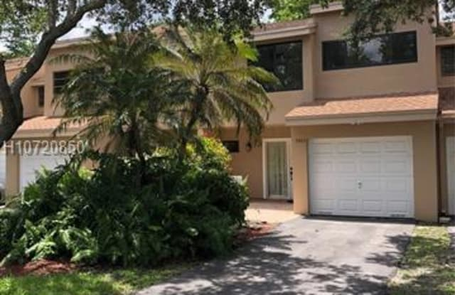 9883 Fairway Cove Ln - 9883 Fairway Cove Lane, Plantation, FL 33324