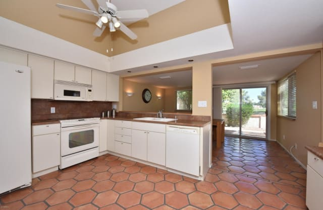 7637 N PINESVIEW Drive - 7637 North Pinesview Drive, Scottsdale, AZ 85258