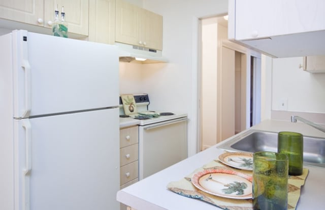 Bristol Square Apartments - 1506 Yuma St, Colorado Springs, CO 80909