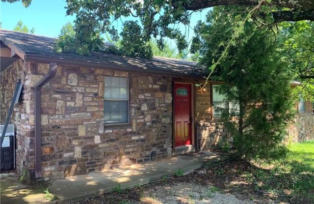 1740 Gregg AVE - 1740 North Gregg Avenue, Fayetteville, AR 72703