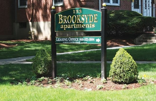 Brooksyde Apartments - 133 Loomis Dr, West Hartford, CT 06107