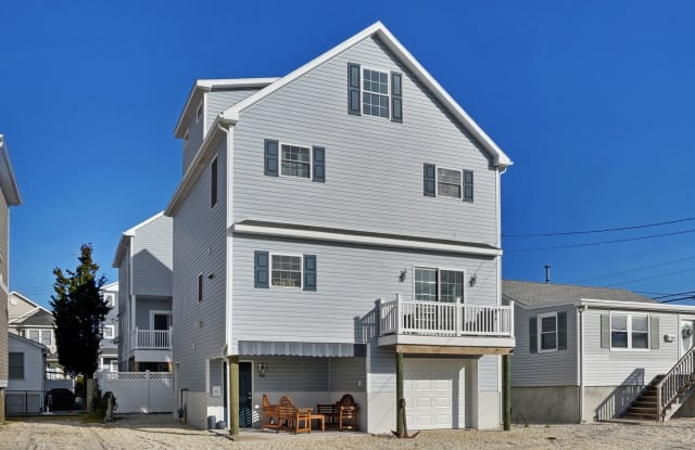 304 6th Avenue - 304 6th Avenue, Dover Beaches South, NJ 08751