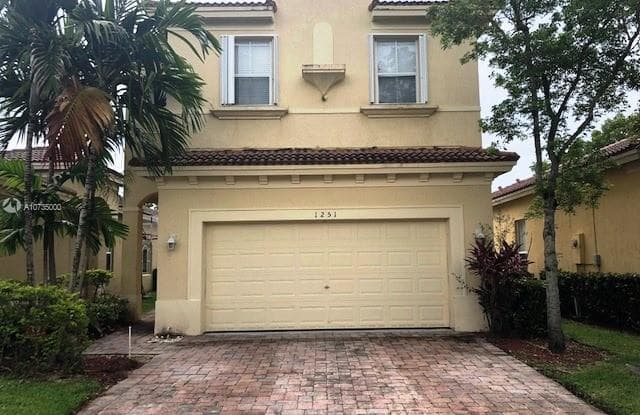 1251 NE 40th Rd - 1251 Northeast 40th Road, Homestead, FL 33033