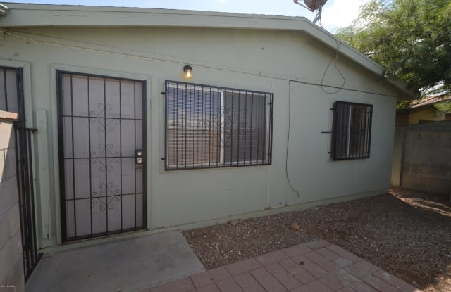 419 E Thoroughbred Street - 419 East Thoroughbred Street, Tucson, AZ 85706