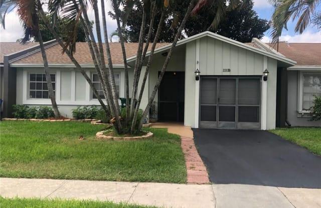 220 Lakewood Cir - 220 Lakewood Cir S, Margate, FL 33063