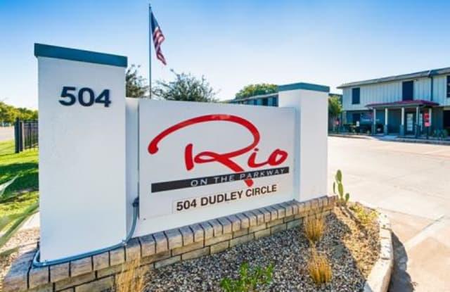 Rio on the Parkway - 504 Dudley Circle, Arlington, TX 76010