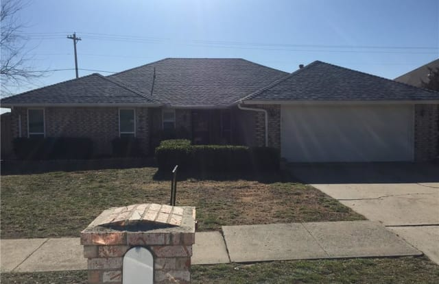 3605 Country Drive - 3605 Country Clb, Moore, OK 73160