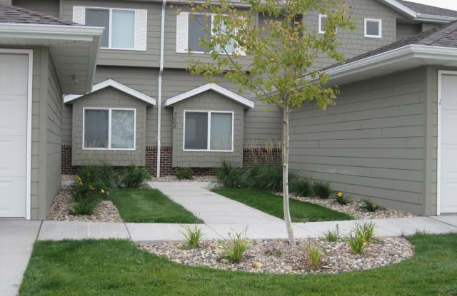 Boulder Pointe Townhomes - 7601 W Snapdragon St, Sioux Falls, SD 57106