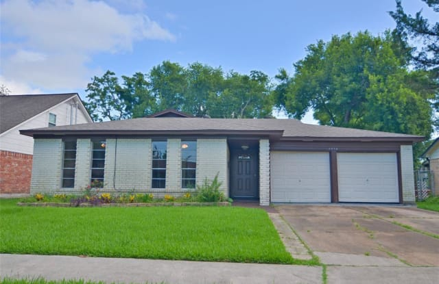 1713 Dolphin Drive - 1713 Dolphin Drive, Seabrook, TX 77586