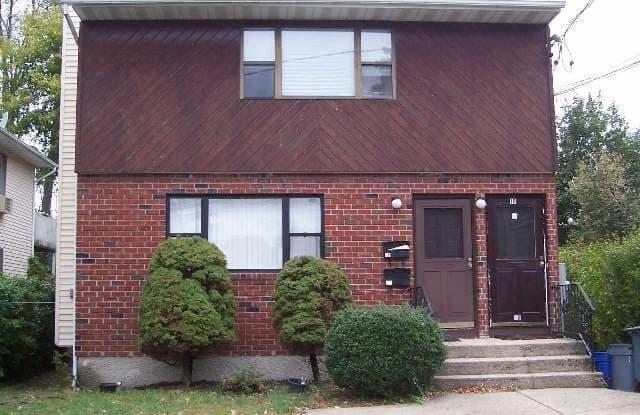 1 Mohegan Avenue - 1 Mohegan Avenue, Manorhaven, NY 11050