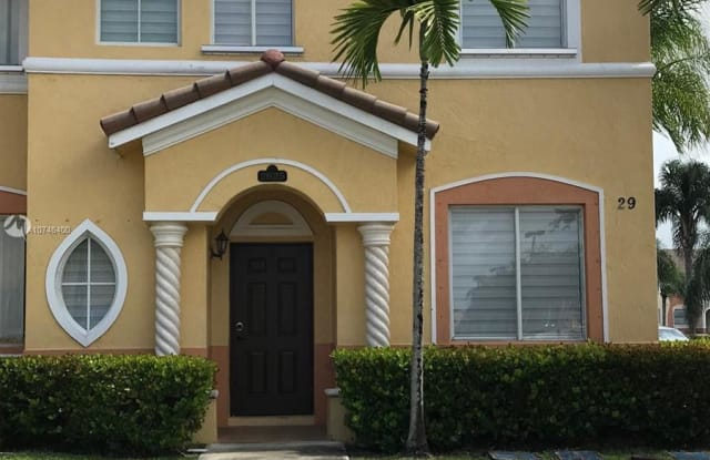 2625 SE 15th Pl - 2625 Southeast 15th Place, Homestead, FL 33035