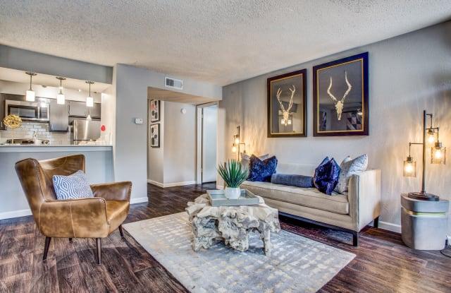 Oakley Apartments - 501 Green Oaks Ct, Arlington, TX 76006