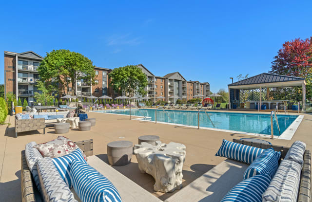 Residences at Lakeside - 830 Foxworth Blvd, Lombard, IL 60148