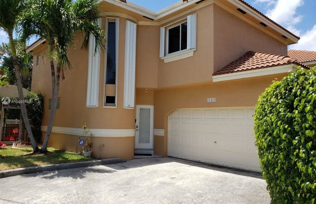 11217 Lakeview Dr - 11217 Lakeview Drive, Coral Springs, FL 33071