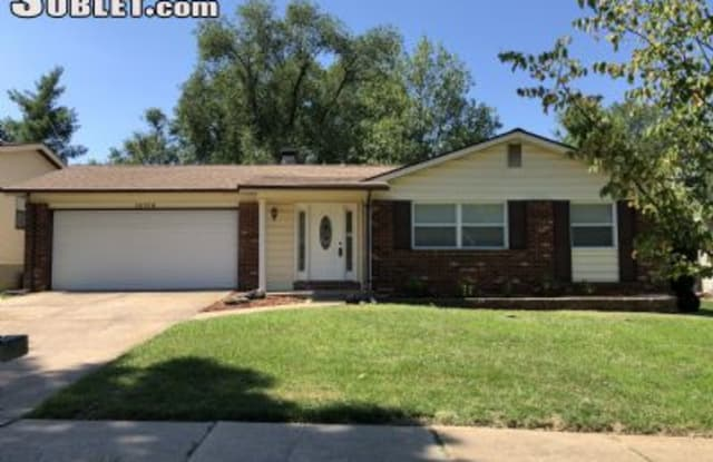 15718 Hill House - 15718 Hill House Road, Chesterfield, MO 63017
