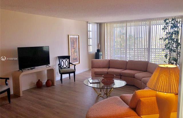 625 Oaks Dr - 625 Oaks Drive, Pompano Beach, FL 33069