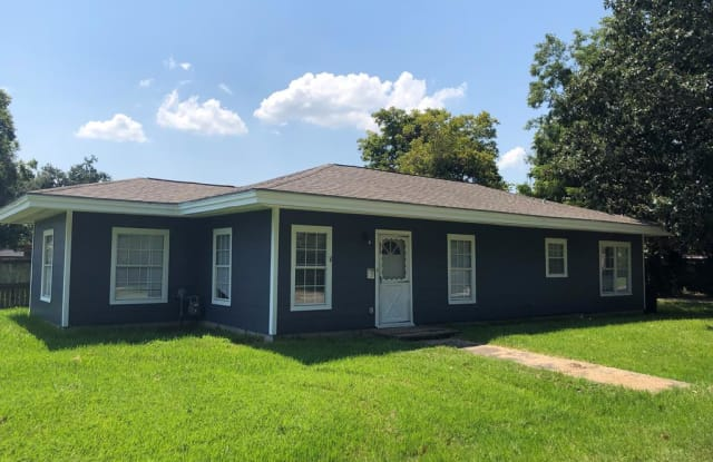 805 Ave B - 805 Avenue B, Port Neches, TX 77651