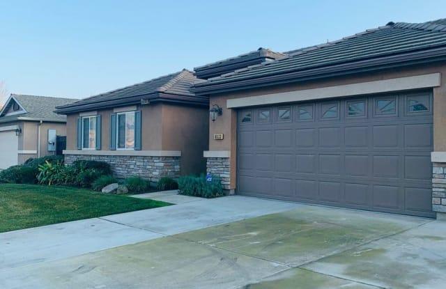 4633 W RIALTO AVE - 4633 West Rialto Avenue, Visalia, CA 93277